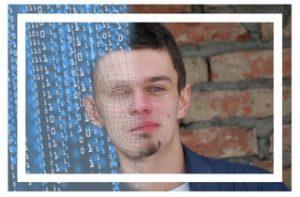 Homme double visage : identité numérique et identité réelle