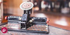 Une machine à écrire pour illustrer le travail du blogueur